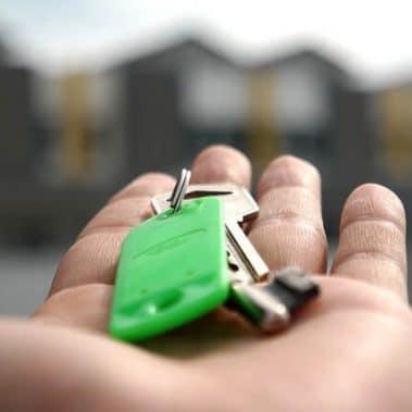 מי זכאי לפטור ממס שבח בעת מכירת דירה, בית או נכס?