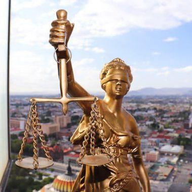 החשיבות של בחירת עורך דין מקצועי למחיקת חובות
